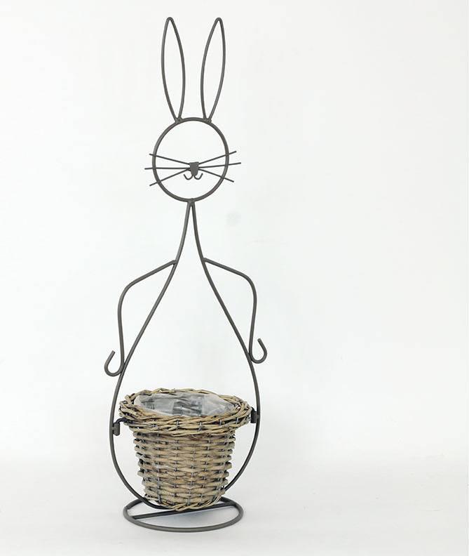 Proutěný košík šedý v kovovém šedém stojanu - tvar zajíce AN777760 Art