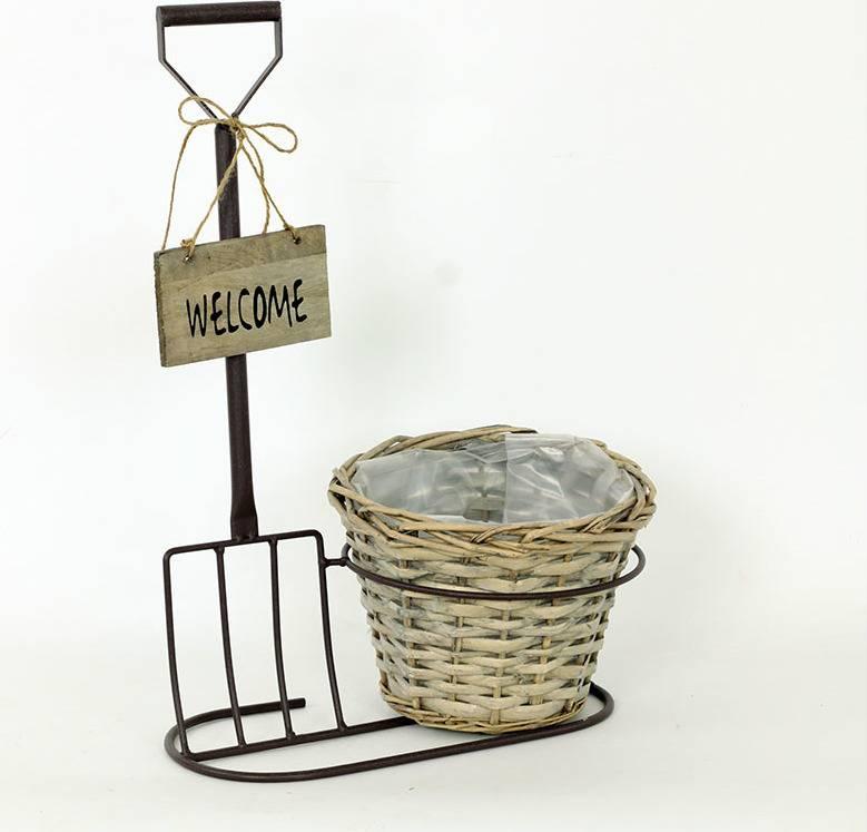 """Proutěný košík hnědý v kovovém stojanu, barva hnědá antická, s nápisem """" Welcome"""" AN777791 Art"""