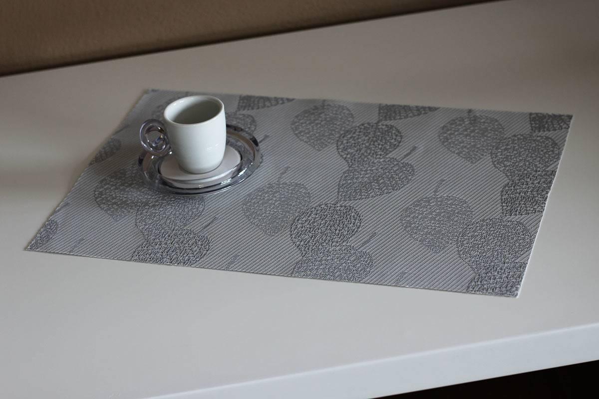 Prostírání plastové -  světle šedé s lístky DK5000 Art
