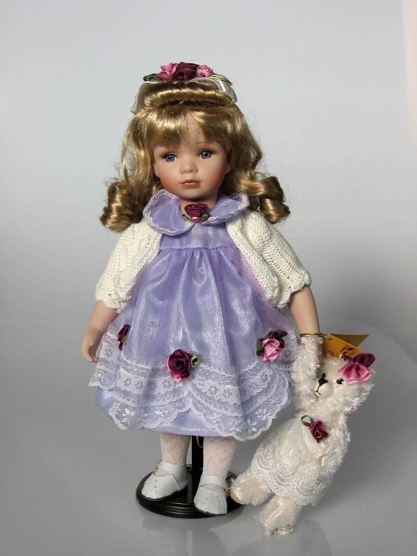 Porcelánová panenka s vestičkou 40cm - IntArt