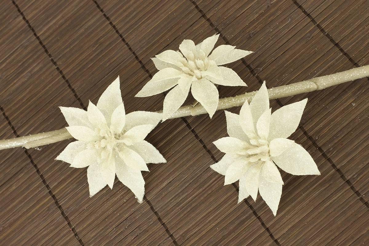 Květina bílá dekorační. Cena za 3kusy/1 polybag. - VCA013 WH