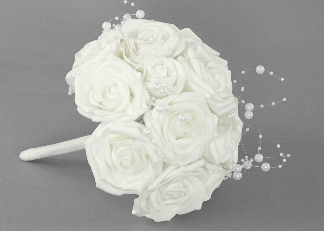 Puget z pěnových růžiček s korálky do ruky , barva bílá, umělá dekorace PRZ2889 Art