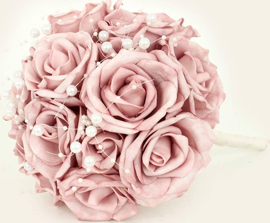 Puget z pěnových růžiček s korálky do ruky , barva lila, umělá dekorace PRZ2896 Art