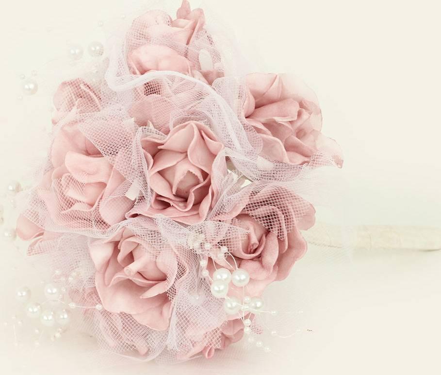 Puget z pěnových růžiček do ruky, barva lila, umělá dekorace PRZ2995 Art