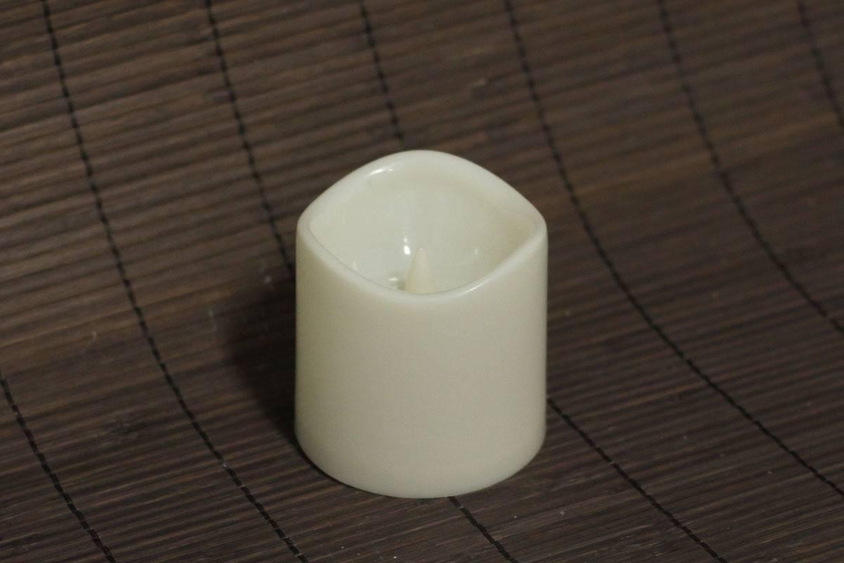 Svícen z plastu ve tvaru svíčky, s LED světlem a časovačem LUC073 Art